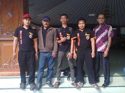 Anggota KIM Deru maju bersama Kepala Desa