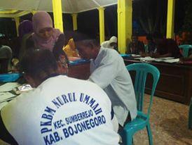 Para peserta PKBM melaksanakan penguatan untuk bekal ujian