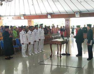 Suasana pelantikan Kepala Desa PAW di Pendopo.